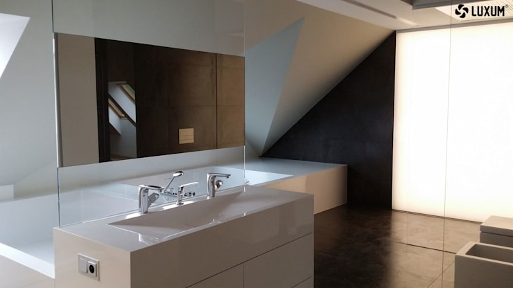 Wanna jak i umywalka zostały wykonane z wysokiej jakości kompozytu jakim jest GFK Luxum. Obydwa elementy tworzą jedną monolityczną bryłę.: styl , w kategorii Łazienka zaprojektowany przez Luxum