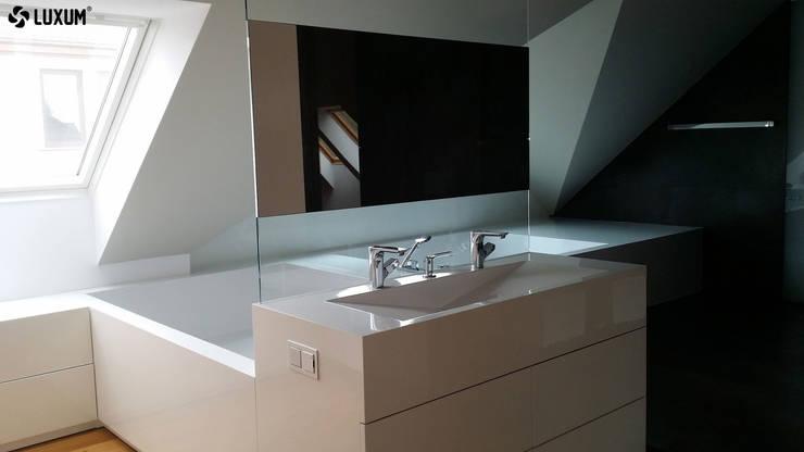Wanna jak i umywalka zostały wykonane z wysokiej jakości kompozytu jakim jest GFK Luxum. Obydwa elementy tworzą jedną monolityczną bryłę.: styl , w kategorii Łazienka zaprojektowany przez Luxum,