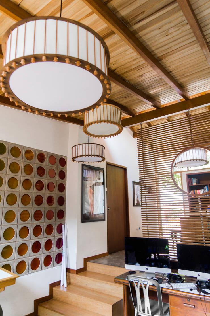 Oficinas de Fotografía : Estudios y despachos de estilo  por Arquitectura Positiva