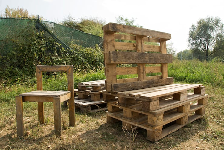 Mobiliario hecho con estibas recicladas : Jardín de estilo  por Arquitectura Positiva