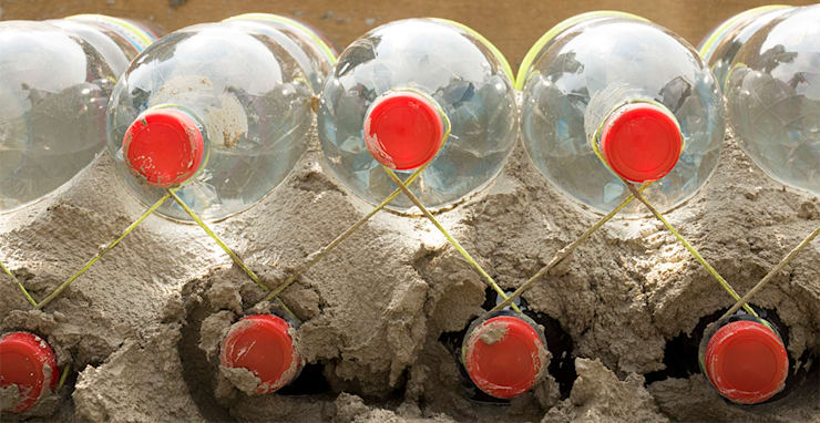 Construcción con botellas plásticas recicladas : Jardín de estilo  por Arquitectura Positiva