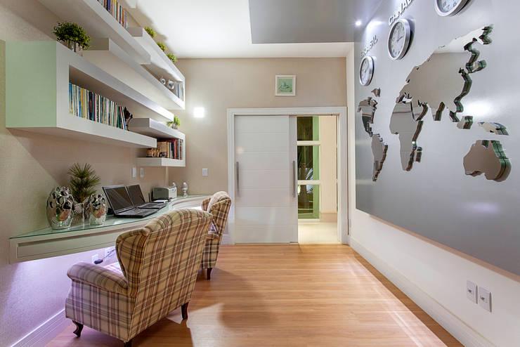 Casa Malibu: Escritórios  por Arquiteto Aquiles Nícolas Kílaris