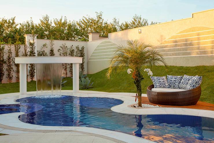 Casa Malibu: Piscinas  por Arquiteto Aquiles Nícolas Kílaris