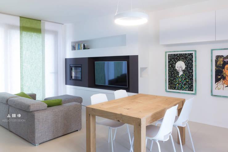 Salas de estilo moderno por ALESSIO TOSTI DESIGN