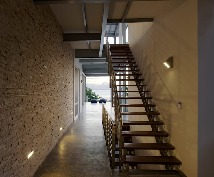 Casa Torcida:  Corridor & hallway by SPG Architects
