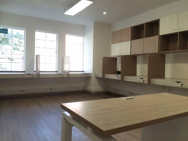 PROYECTO MOBILIARIO. OFICINAS SMART: Oficinas y Tiendas de estilo  por La Carpinteria - Mobiliario Comercial, Moderno