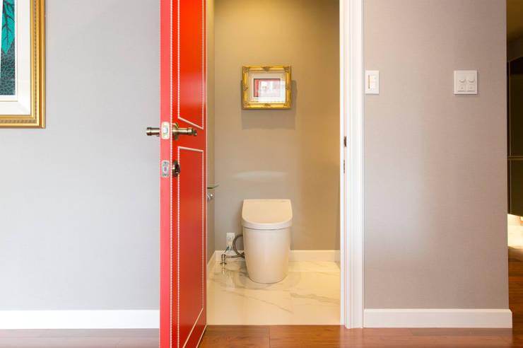 画廊トイレ: 株式会社井蛙コレクションズが手掛けた浴室です。