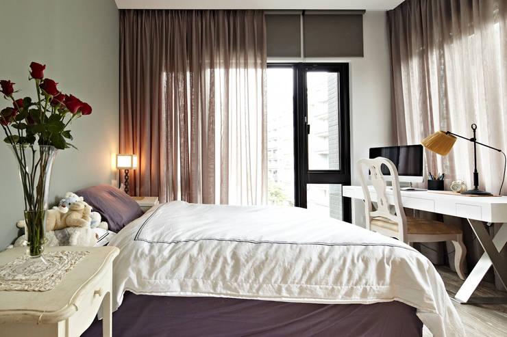 緞鋼:  臥室 by 大晴設計有限公司