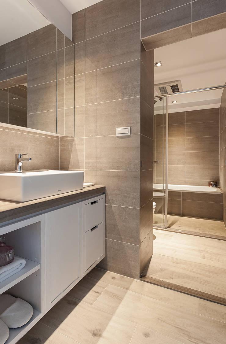 恢偕:  浴室 by 大晴設計有限公司