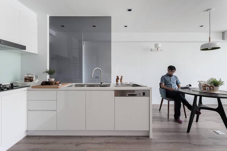 minimalistic Kitchen by 大晴設計有限公司