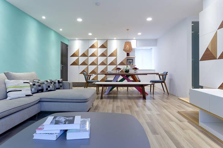 三角和諧:  客廳 by 大晴設計有限公司