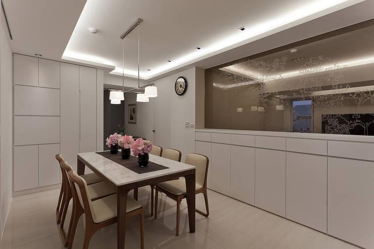 清白:  餐廳 by 大晴設計有限公司