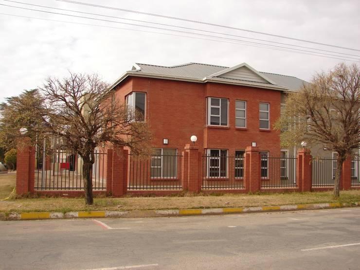 Edificios de Oficinas de estilo  por Truspace, Clásico
