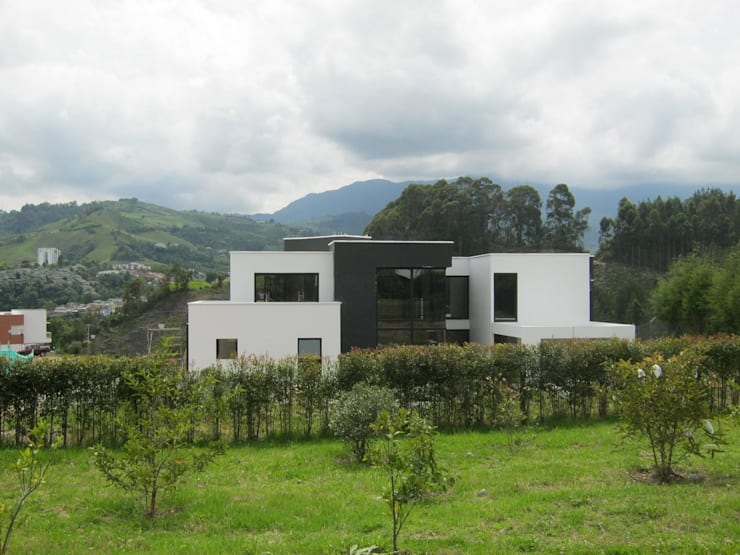 Vivienda Unifamiliar : Casas de estilo  por CJM ARQUITECTOS