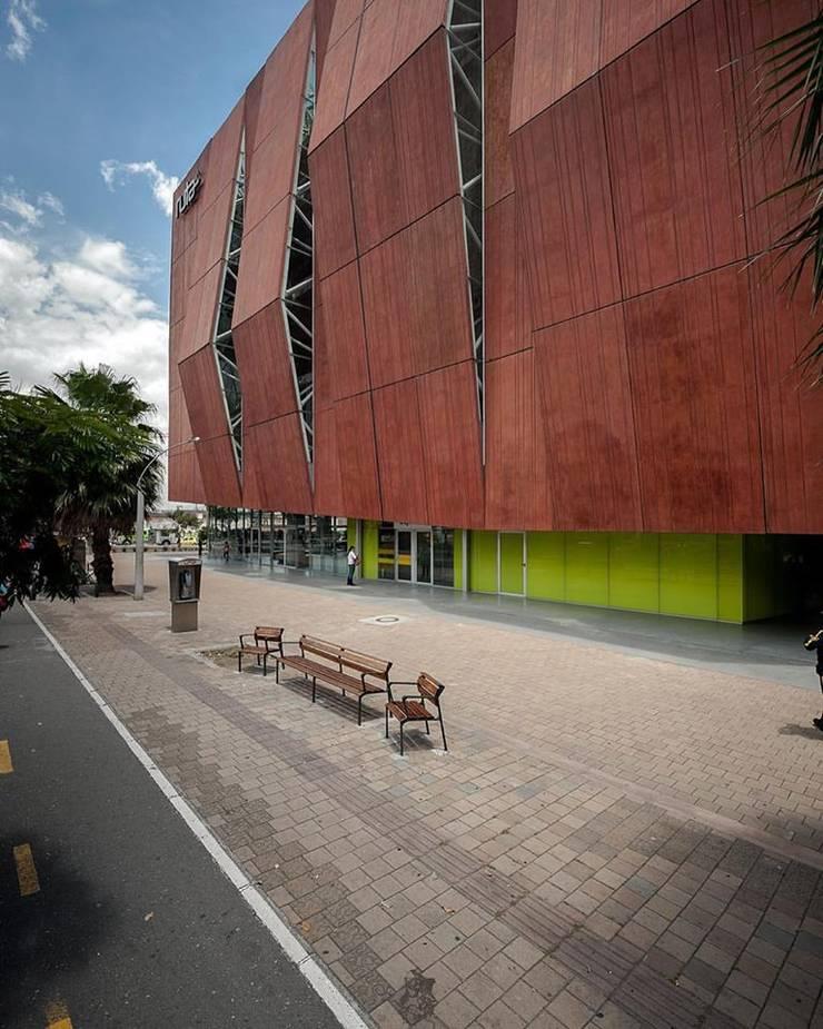 Ruta N Centro de innovación y negocios -Medellin:  de estilo  por Estudio Transversal