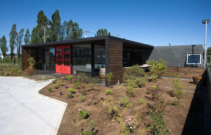 Emporio: Casas de estilo  por james&mau