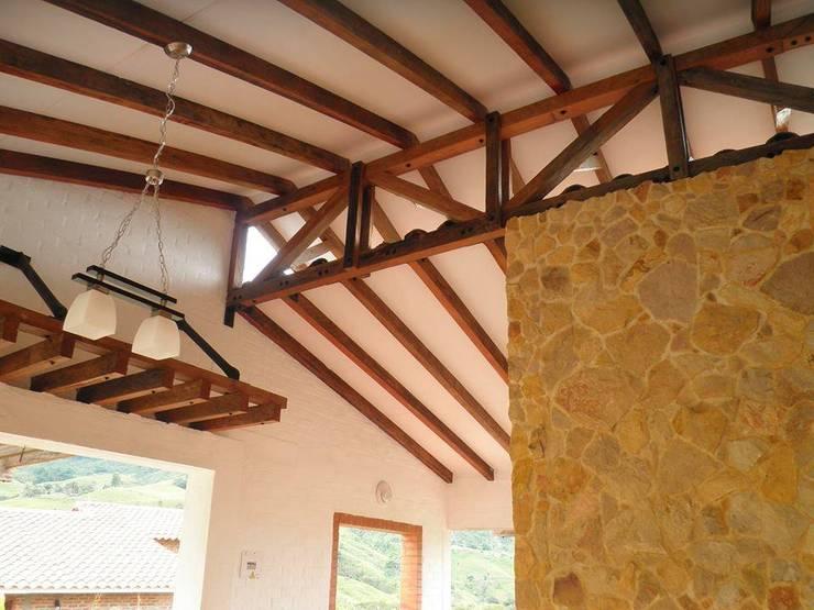 Casa Monte Arroyo: Casas de estilo  por Todos los Santos