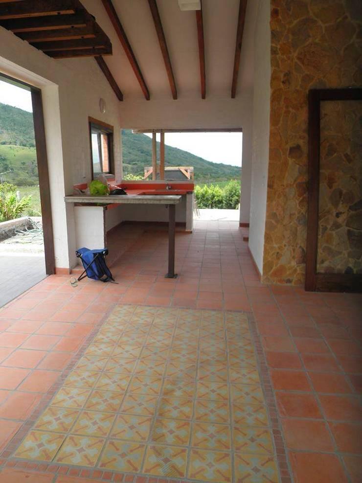 Casa Monte Arroyo Casas de estilo rústico de Todos los Santos Rústico