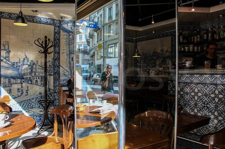 Restaurant – Lausanne 9 (Le P'tit Central): Paredes  por Sant'Anna,Clássico Azulejo