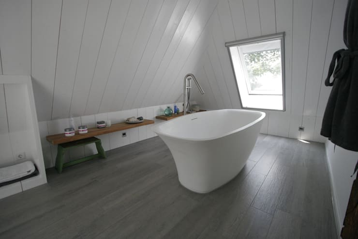 Country style bathroom by Van der Schoot Architecten bv BNA Country Wood Wood effect