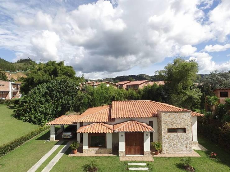 Casa Prefabricada en concreto.: Casas de estilo  por PREFABRICASA