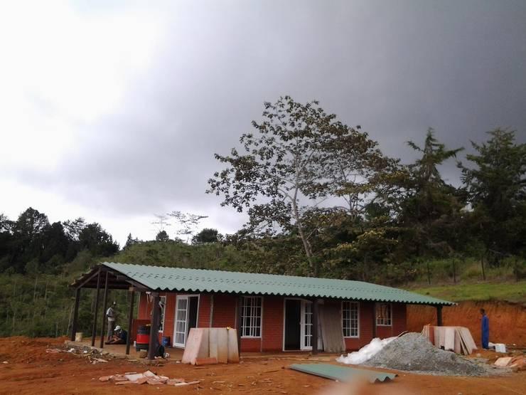 Casa Pre Fabricada: Casas de estilo  por casas prefabricadas siglo 21 s.a.s.