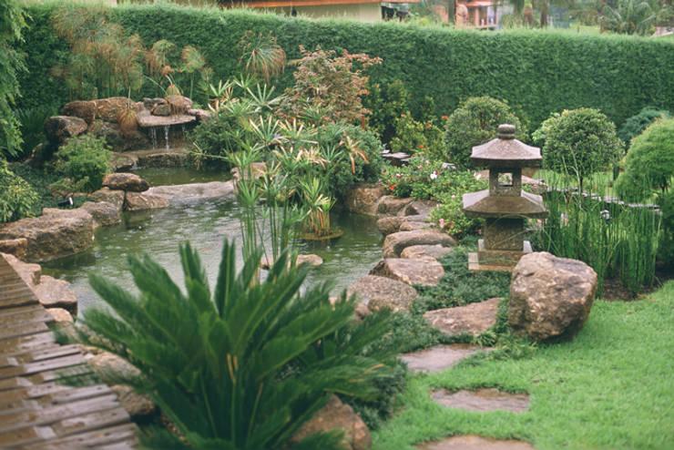 Vườn by Eduardo Luppi Paisagismo Ltda.