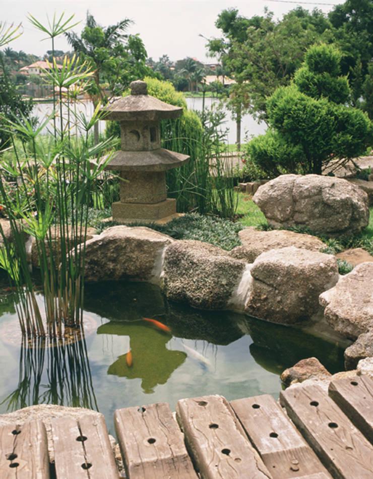 Taman oleh Eduardo Luppi Paisagismo Ltda., Asia