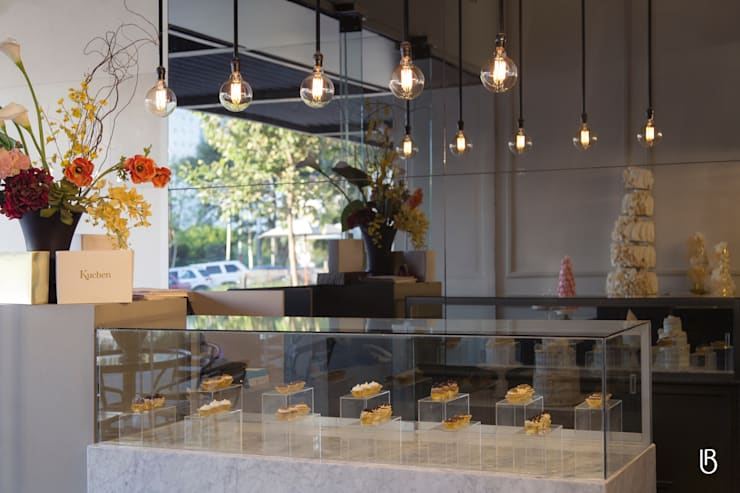 Kuchen Alta Repostería: Espacios comerciales de estilo  por Boreali