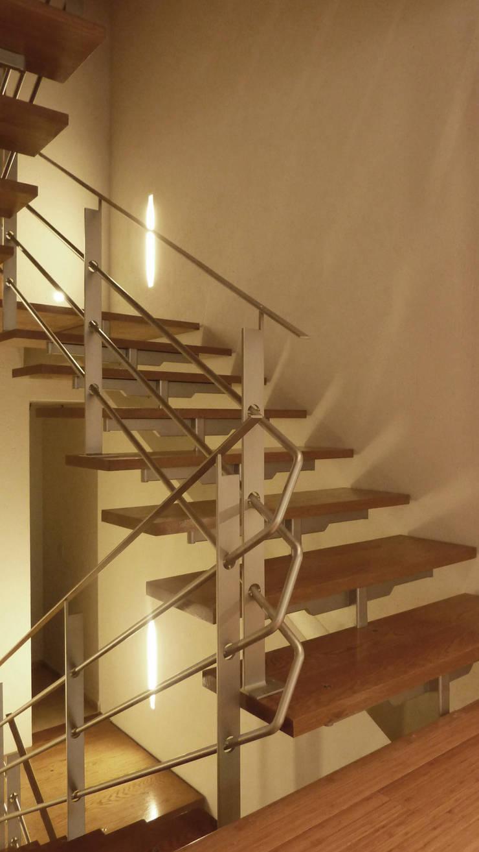 Casa Bosques: Pasillos y recibidores de estilo  por Taller Plan A