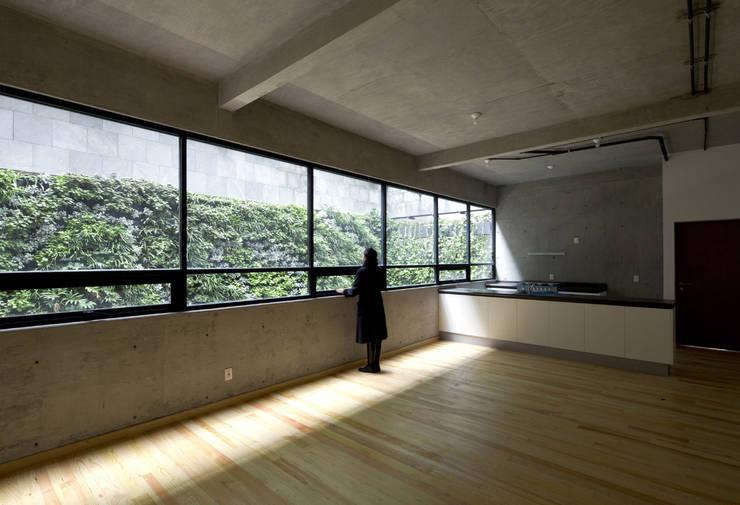 P49: Salas de estilo  por Taller Plan A