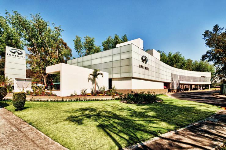 Infiniti Pedregal: Estudios y oficinas de estilo  por Taller Plan A