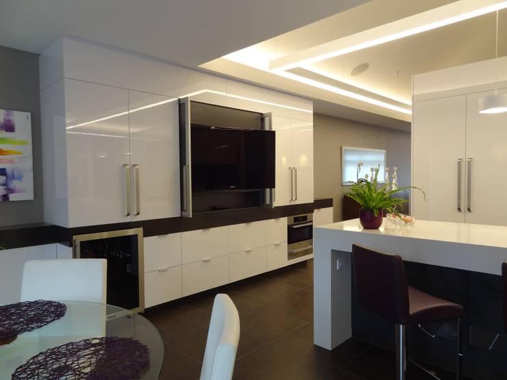 Kitchen by Lex Parker Design Consultants Ltd.