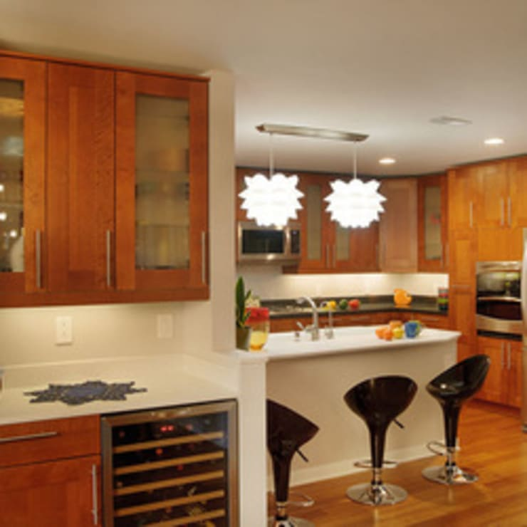 1959 Highland Square Condo Kitchen:  Kitchen by New Leaf Home Design