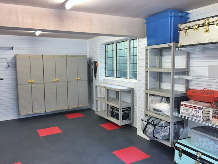Great Storage Solutions and a Striking Tiled Floor in Little Chalfont, Buckinghamshire: modern Garage/shed by Garageflex