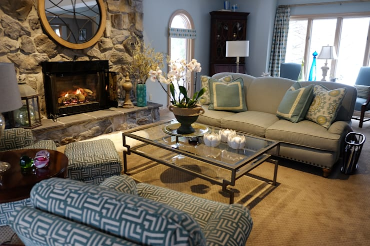 Brecksville Family Room:  Living room by Kay rasoletti Interior Design
