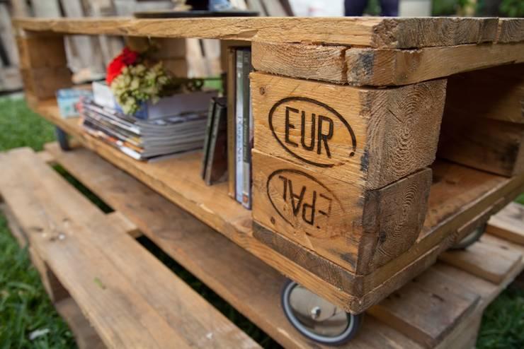 MESA RATONA MOD. ROTERDAM:  de estilo  por Pequeños Proyectos,Rústico Madera Acabado en madera