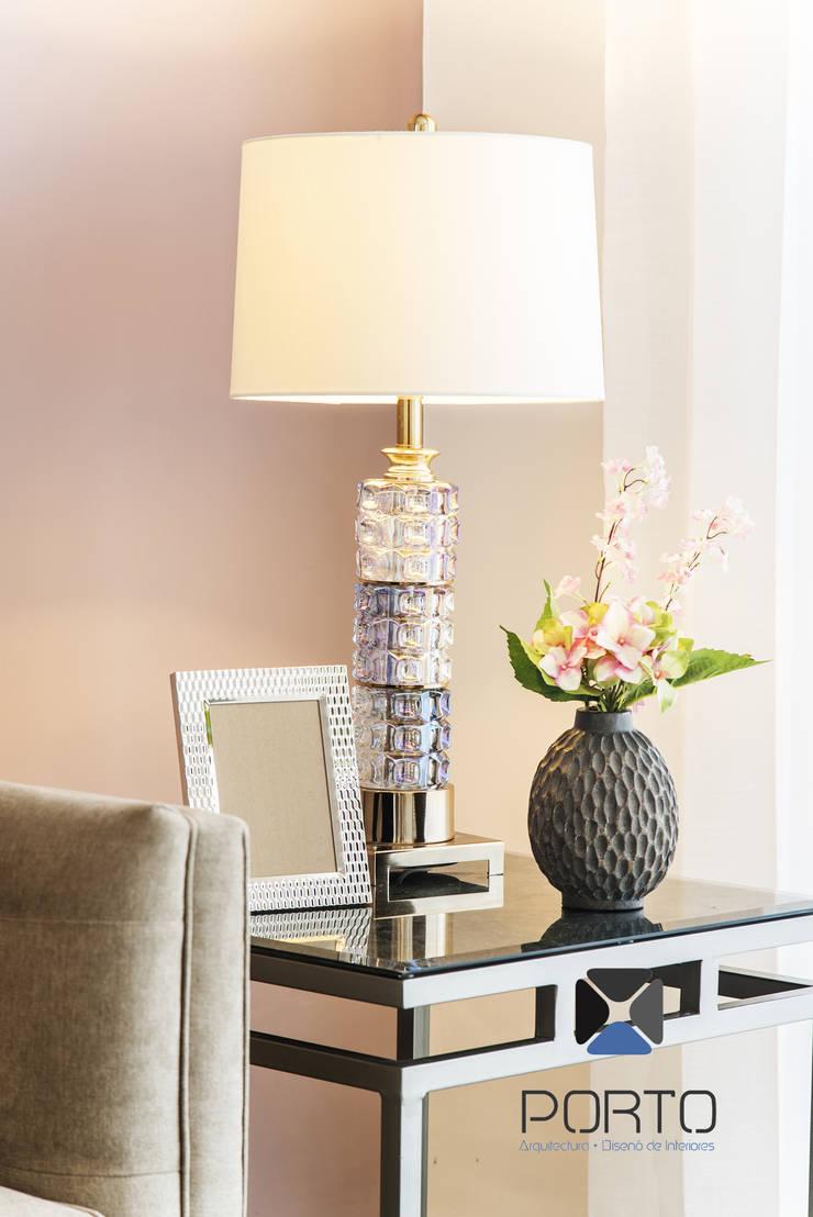 <q class='-first'>PROYECTO LDZ26</q>: Salas de estilo  por PORTO Arquitectura + Diseño de Interiores