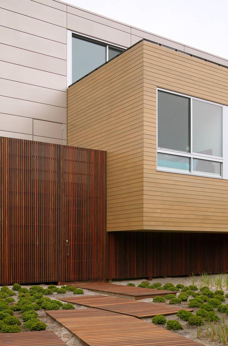 Beach Walk House:  Houses by SPG Architects