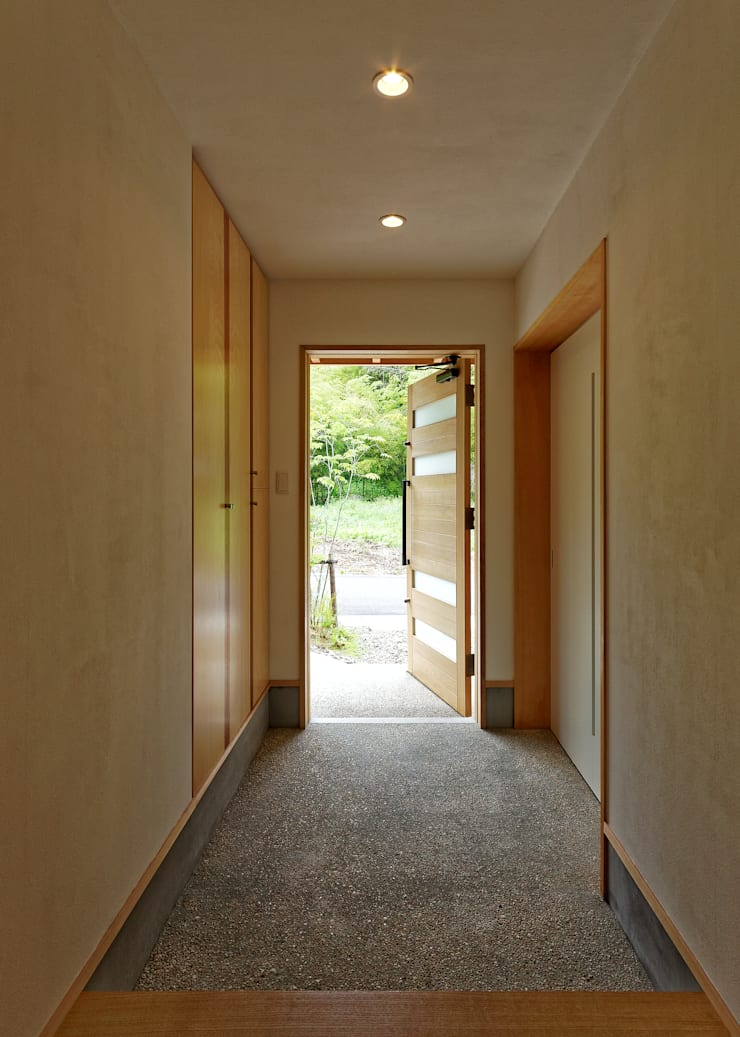 Corridor & hallway by 磯村建築設計事務所, Asian