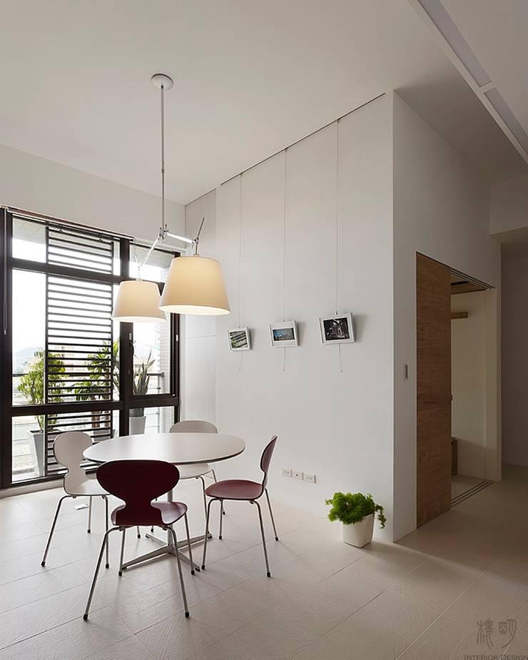 私人圖書館:  客廳 by 禾光室內裝修設計 ─ Her Guang Design