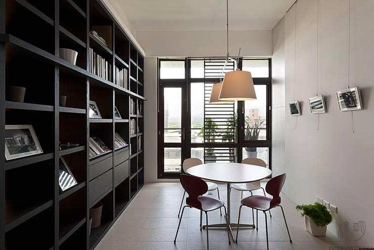 私人圖書館:  書房/辦公室 by 禾光室內裝修設計 ─ Her Guang Design