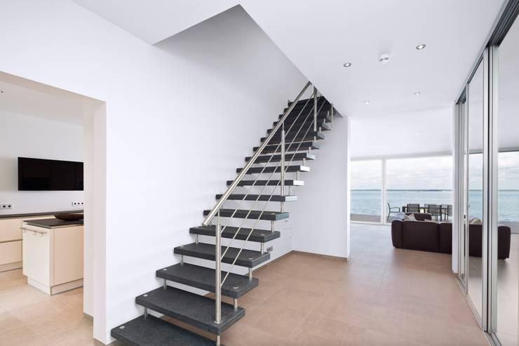 Projekty,  Korytarz, przedpokój zaprojektowane przez Heinz von Heiden GmbH Massivhäuser