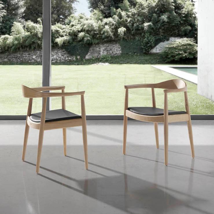 Cadeiras Chairs www.intense-mobiliario.com  SHADY http://intense-mobiliario.com/pt/cadeiroes-madeira/9854-cadeirao-shady.html: Sala de jantar  por Intense mobiliário e interiores;