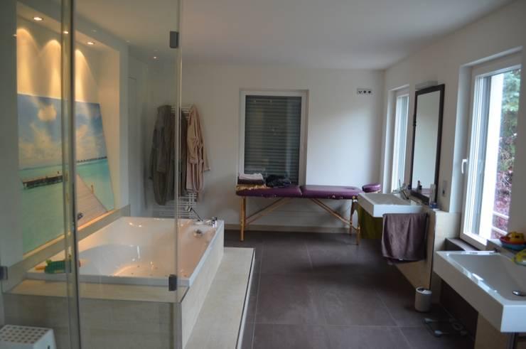 Bewohntes Einfamilienhaus:  Badezimmer von Home Staging Bavaria