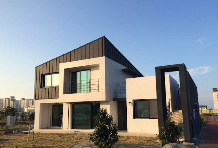 도련동 단독주택: 건축사사무소 사이의  주택