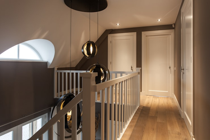 Прихожая, коридор и лестницы в . Автор – Bob Romijnders Architectuur & Interieur