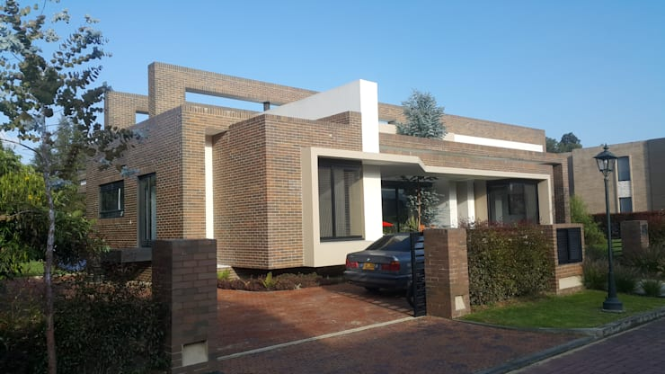 房子 by Camilo Pulido Arquitectos