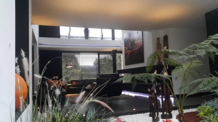 Jardin interior casa: Jardines de estilo  por Camilo Pulido Arquitectos