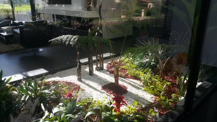 Jardin interior: Jardines de estilo  por Camilo Pulido Arquitectos